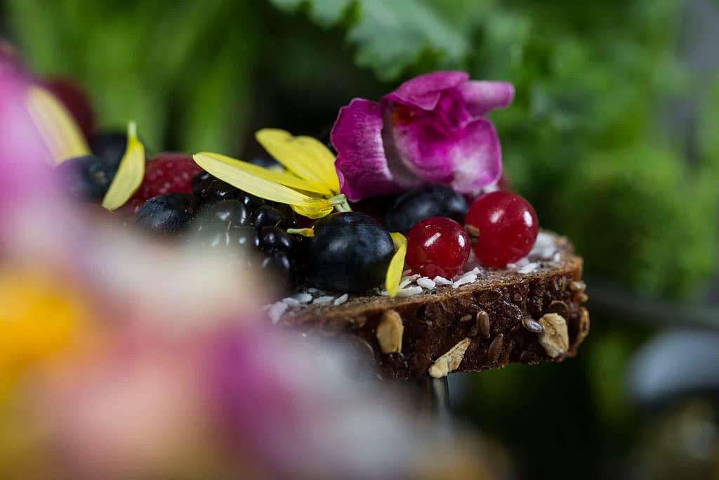 Foodfotografie Brot Blaubeeren Brombeeren