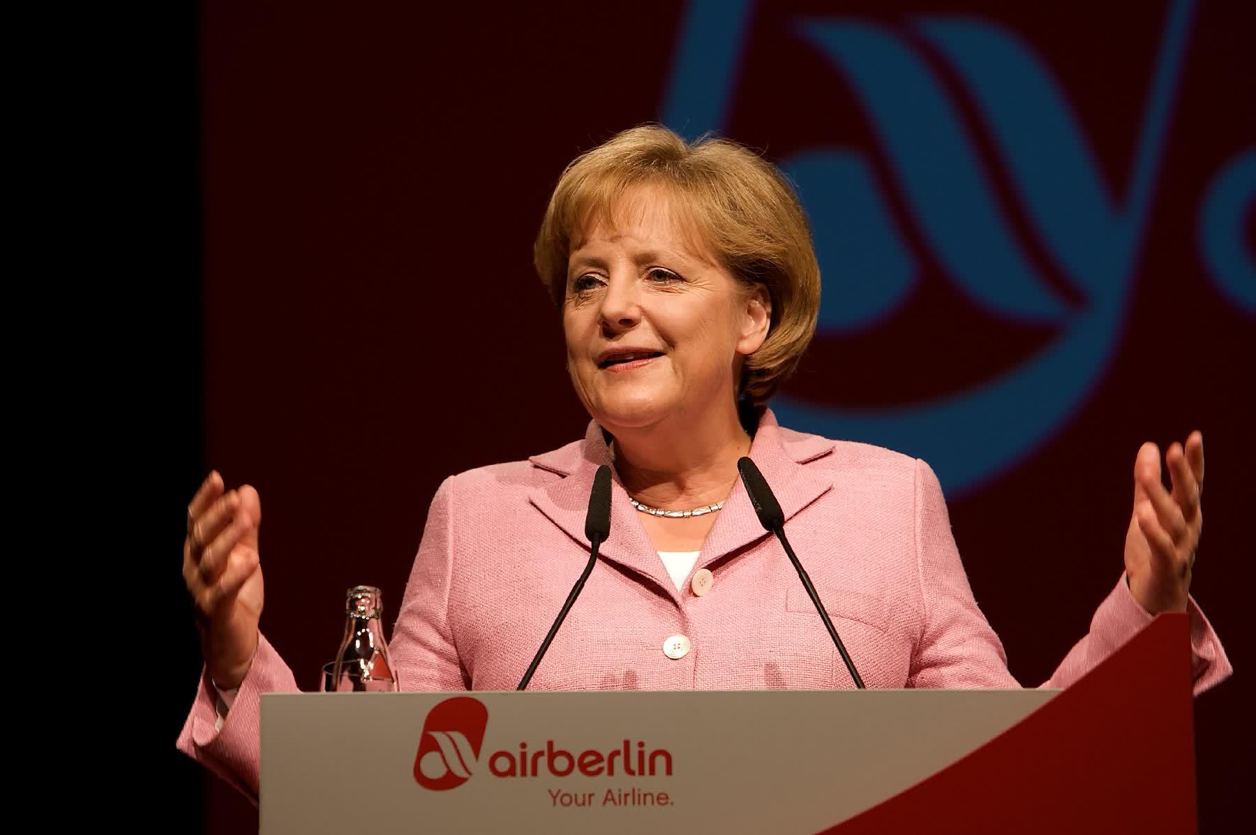 Eventfotografie Frau Angela Merkel auf der 30 Jahr Feier von Air Berlin am Pult