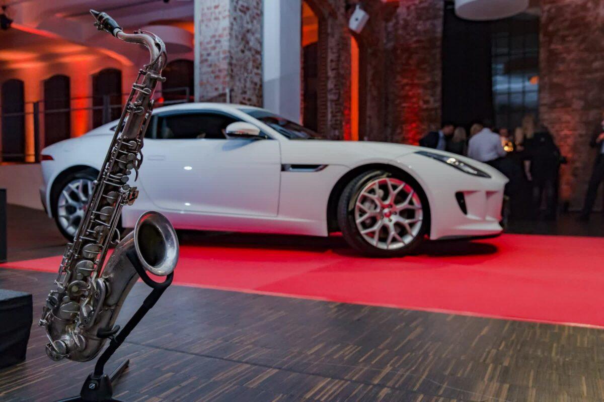 Saxophon und Jaguar