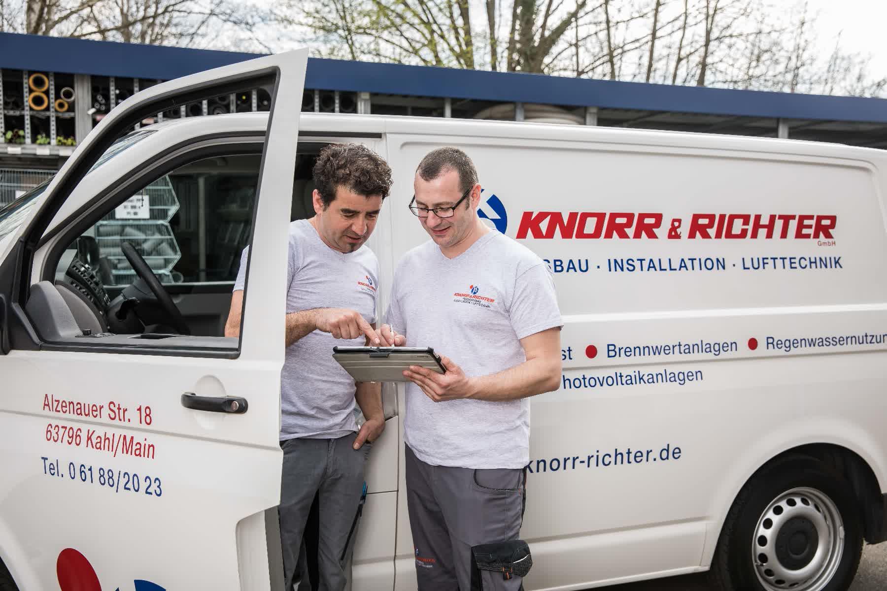 Zwei Außendienstmitarbeiter von Knorr und Richter
