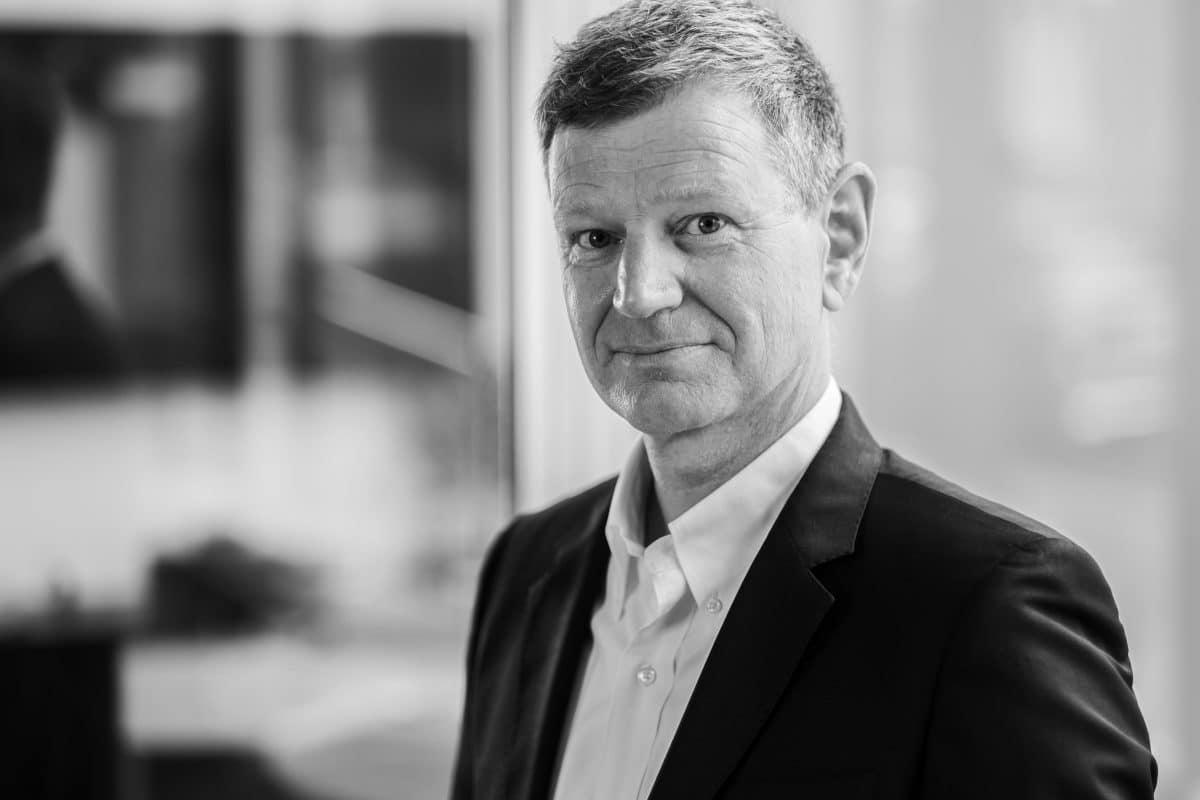 Professionelles Business Portrait Schwarz Weiss